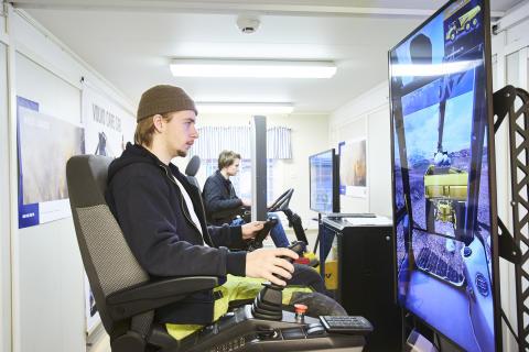 """Simulatorerna – oersättliga """"extralärare"""" på Rekarneskolan"""