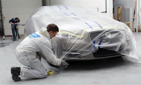Uusi suojamuovi auton maalaukseen