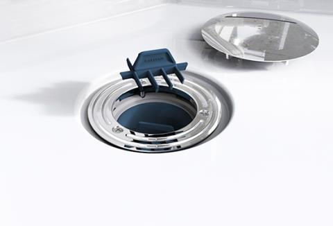 IDO Showerama 10-5 -suihkukaappiin on integroitu helposti irrotettava ja puhdistettava hiussihti