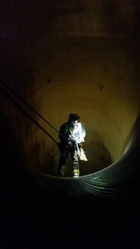 Inspektion av tub på vattenkraftverk