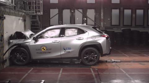 Lexus UX Frontal Full Width test May 2019