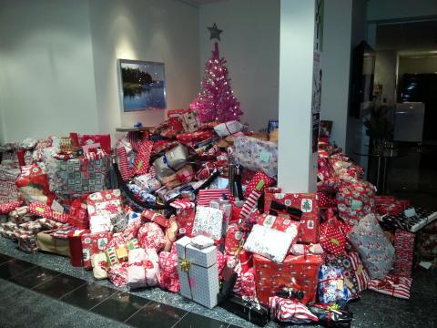 Givmilda skandinaver skänkte 52 000 julklappar