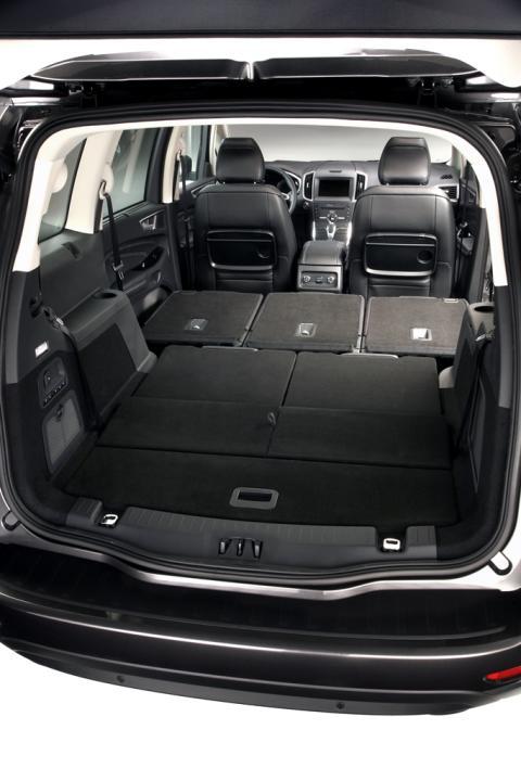 Az új, még kényelmesebb és praktikusabb luxusszínvonalú hétüléses Ford Galaxy elsőosztályú utazási élményt kínál