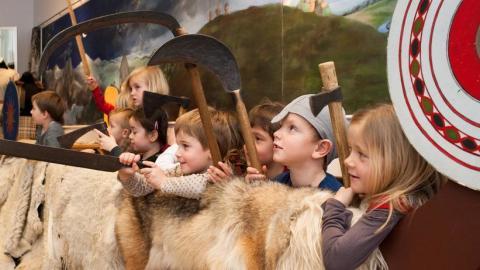 Seje vikinger, dans fra Bollywood og et iskoldt lokum: Nationalmuseet har børneoplevelser hele efterårsferien