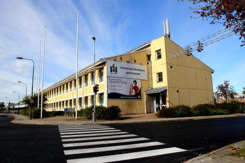 Japansk delegation på Yrkes-SM besöker Universitetsholmens gymnasium