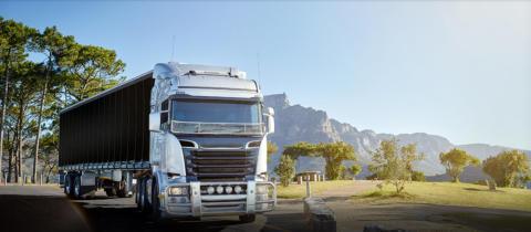 Svalt och skönt i lastbilshytten på rastplatsen