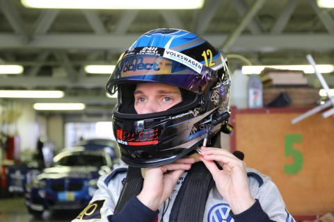 Simon Larsson efter första dagens träning inför Dubai 24H