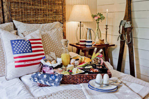TheLodge_BreakfastinBed