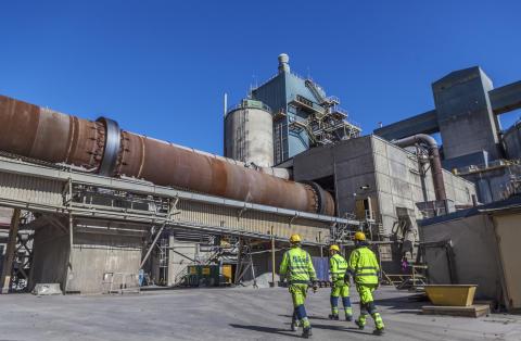 Plastavfall blir energi i cementproduktionen  – en metod med flera fördelar