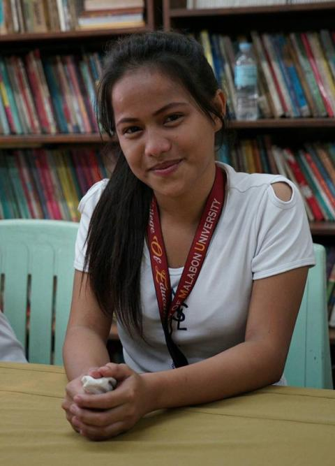 Help@Hand möjliggör utbildning för soptippsbarn i Manilla