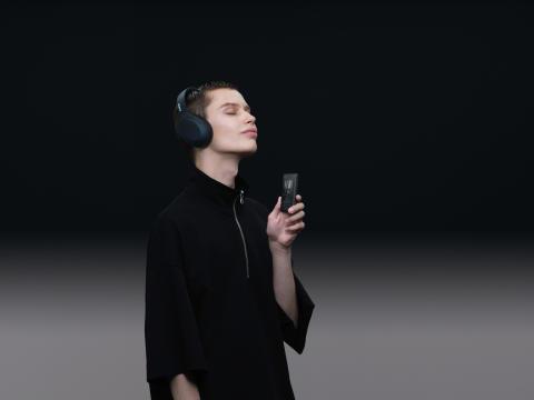 Walkman NW-A105 _Black_WH-H910N_WW-Large