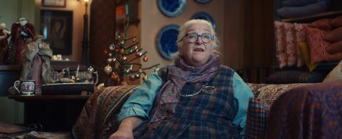 Visa rallies singing shopkeepers with its Christmas campaign to show why 'Where You Shop Matters'
