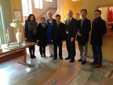 Vidarkliniken besöks av nobelpristagaren Tu Youyou's följe