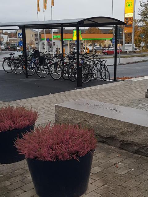 Cykeltak City 90 Plaza Enkel med cykelställ Arc, Värnamo resecentrum