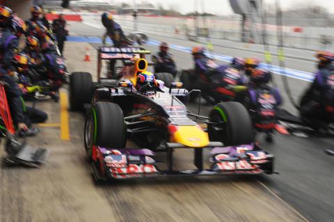 Pirellis regndäck testade av Formel 1-teamen i Barcelona