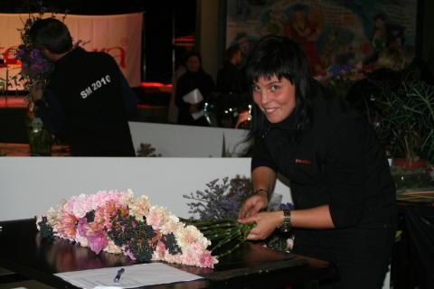 Maria Larsson i final på Interfloras SM i blomsterbinderi 2010