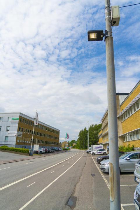 Den nya luftkvalitetssensorn testas just nu i Västsverige. Bland annat har den monterats i armaturen på den här lyktstolpen i Mölndal.