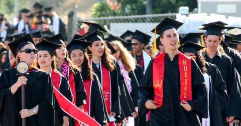 STS Study Abroad:s stiftelse delar ut stipendier