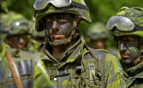 Armén övar på full bredd