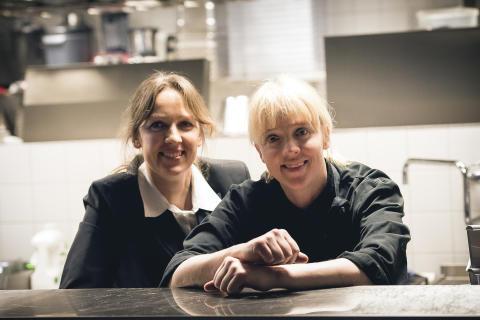 Ulrika och Carina Brydling driver restaurangen på Bro Park