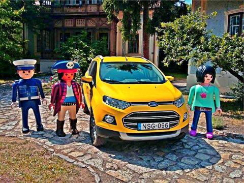 Játékos módon hívja fel az autósok figyelmét a Ford arra, hogy milyen veszélyek leselkednek autójukra viharos időben.