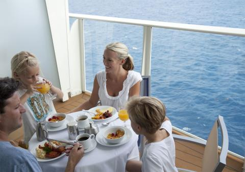 Freedom of the Seas - aamiainen laivan kannella