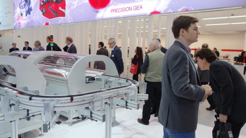 Interpack visitors showing appreciation of the unique capabilities of the new DMT technology diverters and mergers.
