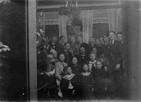 Julfoto från sekelskiftet 1900, stor familj/släkt