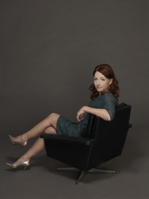 Skådespelande författarinnan Martina Haag gäst hos Lotta