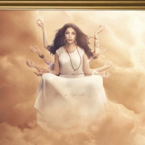 Zinat Pirzadeh är en av 2012 års kalenderflickor