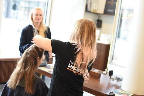 Ett trettiotal frisörer på alla Headons salonger klippte 132 kunder som valde engagera sig i Headons samarbete med Barnfonden onsdagen den 26 april.