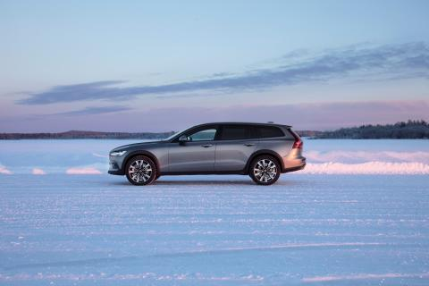 Volvo V60 Cross Country T5 Test Drive in Luleå, Sweden