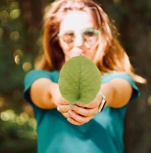 """Glücklich für immer! Jetzt anmelden zum Webinar """"Weniger ist mehr - Wie du das Glück findest und nachhaltig zufrieden bleibst"""""""
