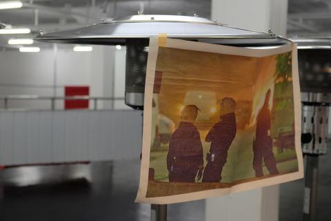 Konstnärligt grepp kring polisens militarisering – upproren i Husby 2013