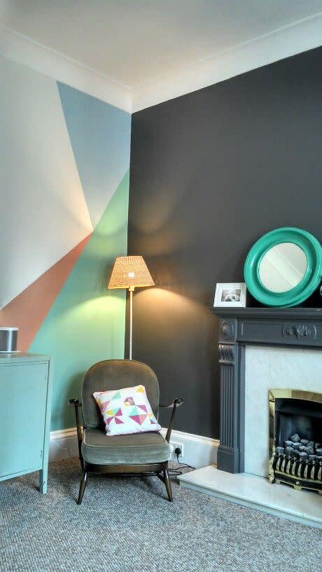 Måla geometriska mönster på väggen