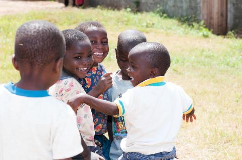 Österåker-mäklare besöker utsatta barn i Uganda