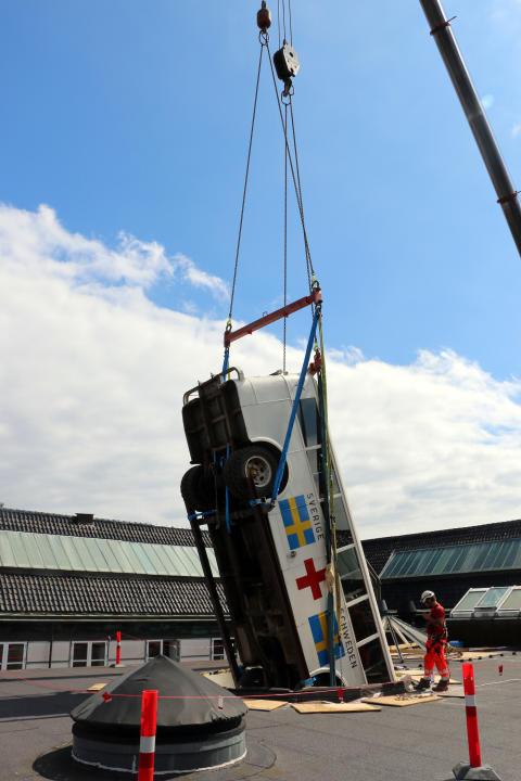 Frøslevlejrens hvide bus svævede igen over Nationalmuseets tag