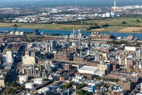 Lone Star Funds indgår aftale om at købe BASFs Construction Chemicals forretning