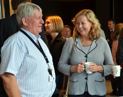 Guttorm Hansen, leder Telenor Svalbard og Berit Svendsen, adm. direktør Telenor Norge.
