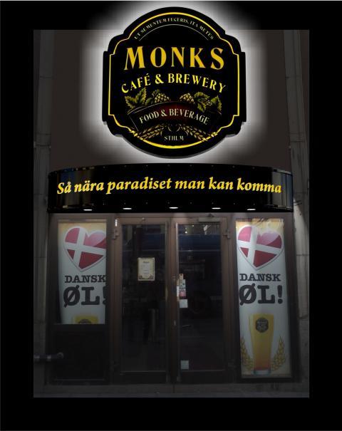 Clarex skyltar till Monk's och Airtours