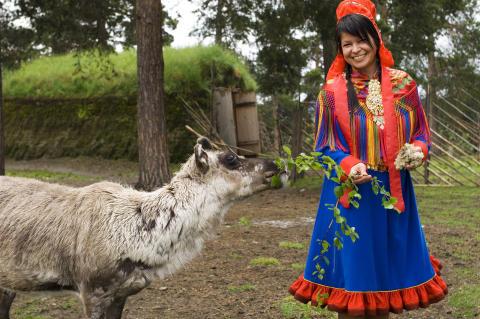 Samin in traditioneller Tracht