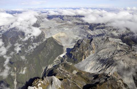 Freeport-gruvan där guldbrytningen sker på 3 000 meters höjd