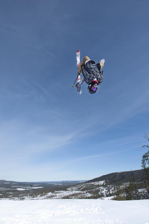Luft under skiene i Stöten