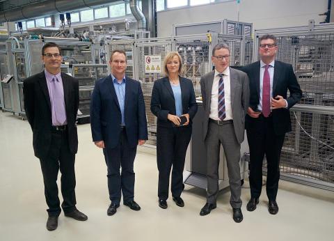 """Strategische Kooperation mit dem Fraunhofer-Institut für Angewandte Polymerforschung im Zukunftsfeld """"Leichtbau"""""""