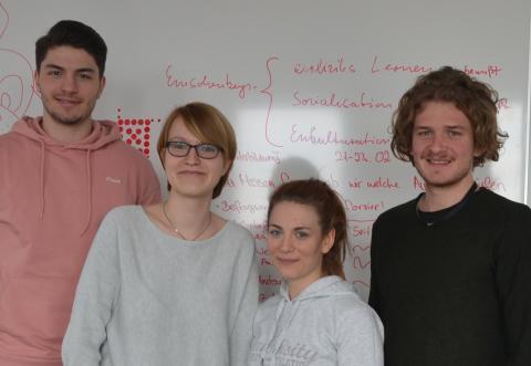 Management-Hochschule legt Weiterbildungsprogramm für Migranten auf: Online-Befragung soll Flüchtlinge und Migranten zum Mitmachen ermuntern