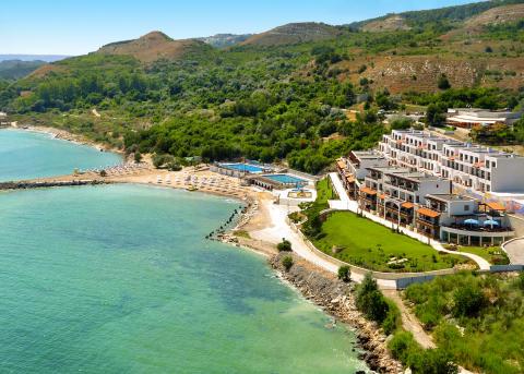Spies' White Lagoon Beach Resort i Balchik.
