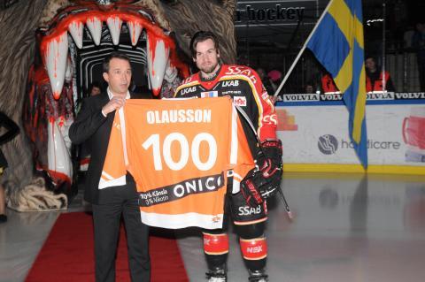Niklas Olausson hyllad för 100 poäng