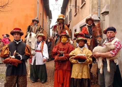 Stille Nacht und Karneval unter Palmen: Der Winter im Tessin