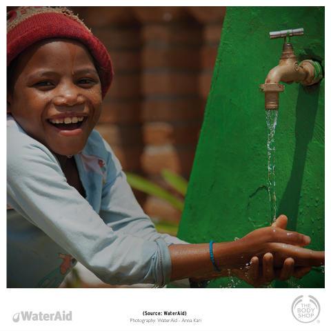 The Body Shop ja WaterAid jakavat iloa tänä jouluna lahjoittamalla turvallista vettä