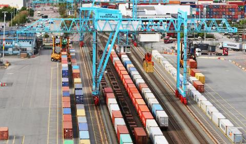 Frakt via järnvägen ger 98 % mindre koldioxidutsläpp - APM Terminals Gothenburg fördubblar antalet containrar som fraktas via järnväg